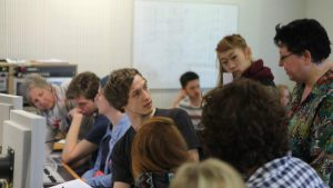 Studierende im Studio des Hessischen Rundfunks (HR) Bild: Natascha Rehberg